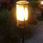 streckmetalllampe im biergarten der kulturbrauerei