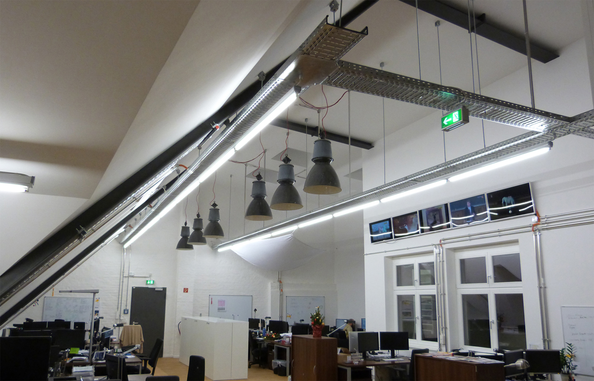 Industriedesign leuchten ellront de for Lampen im industriedesign