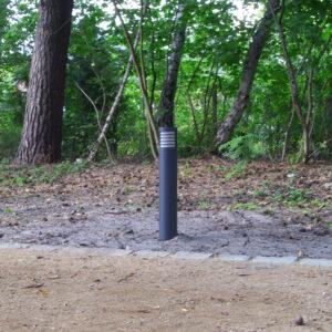 Bega Pollerleuchte am Gartenweg